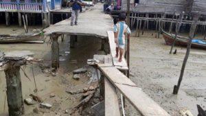 Jalan Ambruk, Warga Kampung Nelayan Was-Was